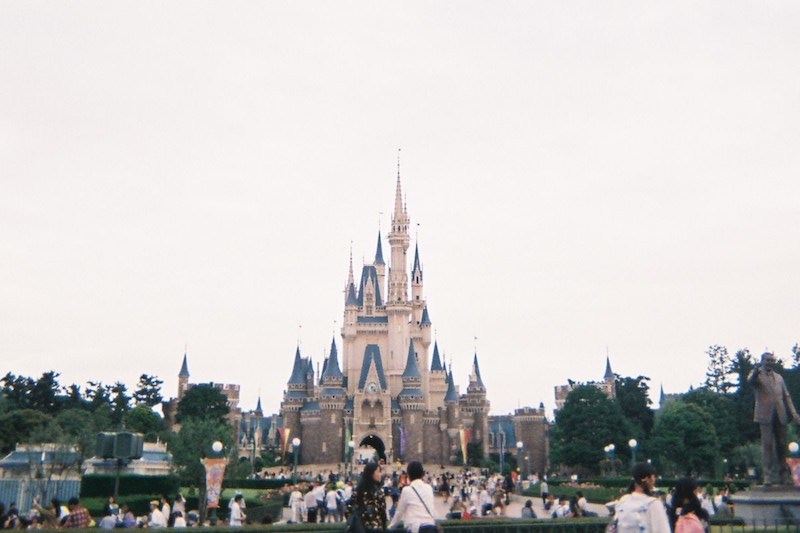 「写ルンです」で東京ディズニーランドのシンデレラ城を撮影した写真